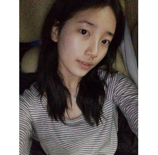 Suzy bất ngờ khoe mặt mộc cực xinh
