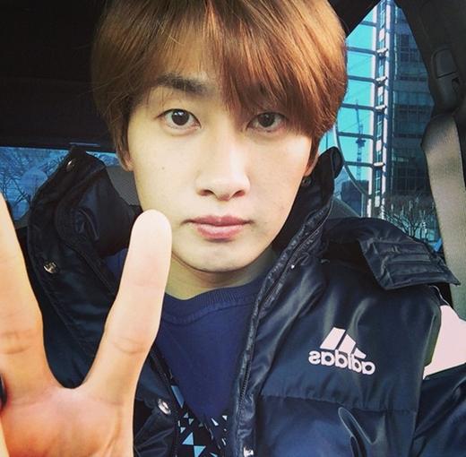 Eunhyuk bối rối không biết đi đâu nhưng sau cùng anh đã quyết định làm việc và khoe bức ảnh cực nhắng trên xe hơi.