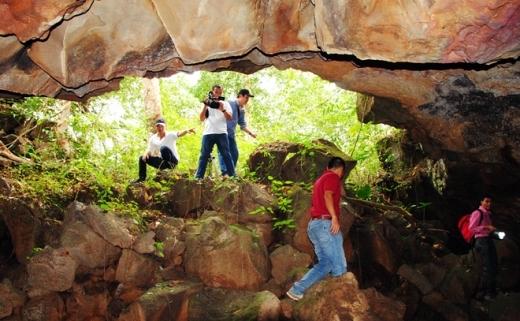 Sau 7 năm nghiên cứu, các nhà khoa học thuộc Bảo tàng địa chất Việt Nam (Tổng cục Địa chất và Khoáng sản) cùng các nhà khoa học Nhật Bản đã tìm thấy hệ thống hàng chục hang động núi lửa trong đá bazan ở huyện Krông Nô, tỉnh Đăk Nông. Hang dài 25 km từ miệng núi lửa buôn Choar dọc theo chiều dài sông Sêrêpôk đến khu vực thác Dray Sáp.