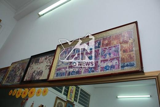 Những bức ảnh ngày xưa của gia đình được treo trong khung cẩn thận - Tin sao Viet - Tin tuc sao Viet - Scandal sao Viet - Tin tuc cua Sao - Tin cua Sao