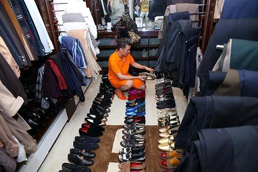 Mỗi khi đi lưu diễn, anh luôn dành thời gian để tìm mua giày mới. - Tin sao Viet - Tin tuc sao Viet - Scandal sao Viet - Tin tuc cua Sao - Tin cua Sao
