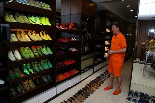 Bộ sưu tập giày của anh rất đa dạng về kiểu dáng, từ giày bata, sandal cho tới giày bốt... - Tin sao Viet - Tin tuc sao Viet - Scandal sao Viet - Tin tuc cua Sao - Tin cua Sao