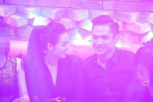 Tâm Tít lộ bụng bầu trong lễ đính hôn - Tin sao Viet - Tin tuc sao Viet - Scandal sao Viet - Tin tuc cua Sao - Tin cua Sao