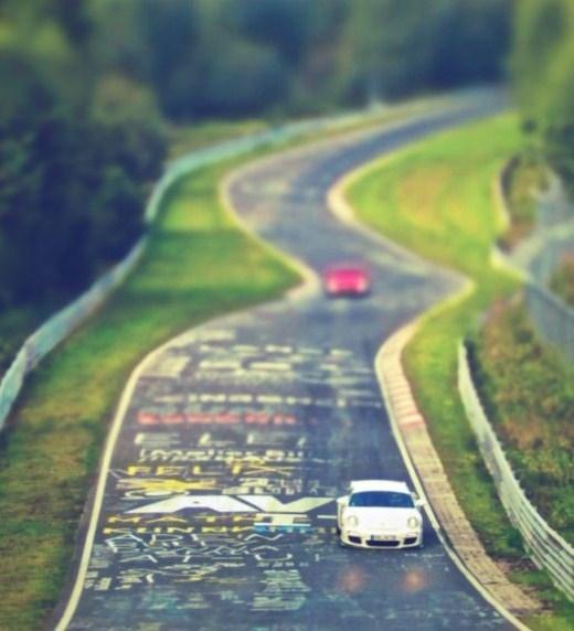 Đại lộ Nürburgring Nordschleife (Đức): Là đường đua cho Giải ô tô quốc tế, đây chính là nơi tốt nhất của sự pha trộn giữa tốc độ và nỗi niềm đam mê cầm lái.