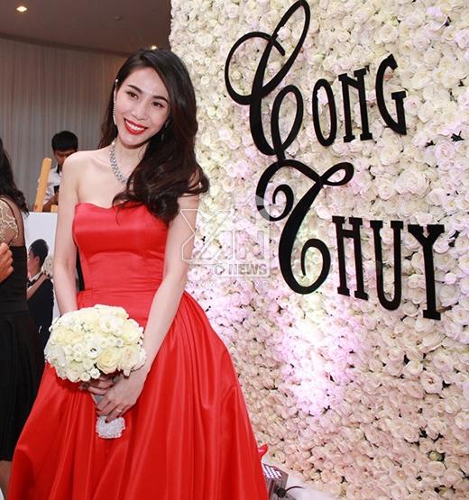 Cô dâu Thủy Tiên rạng rỡ trong tiệc cưới. - Tin sao Viet - Tin tuc sao Viet - Scandal sao Viet - Tin tuc cua Sao - Tin cua Sao