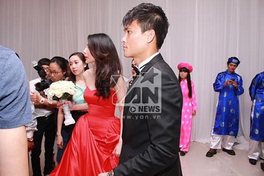 Thủy Tiên - Công Vinh bất ngờ khi có quá đông khách có mặt - Tin sao Viet - Tin tuc sao Viet - Scandal sao Viet - Tin tuc cua Sao - Tin cua Sao