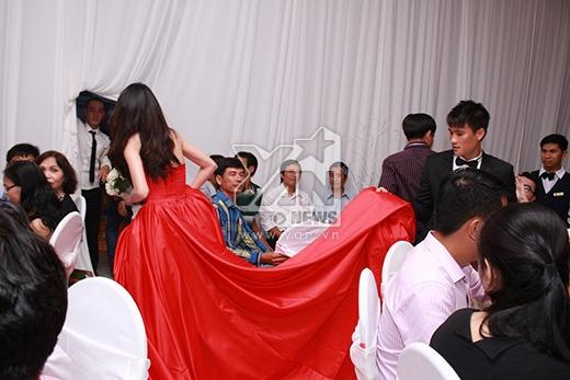 Khách không mời ùn ùn kéo đến đám cưới Thủy Tiên - Công Vinh - Tin sao Viet - Tin tuc sao Viet - Scandal sao Viet - Tin tuc cua Sao - Tin cua Sao