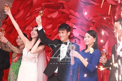 Cô dâu Thủy Tiên gợi cảm với váy cưới nửa tỷ - Tin sao Viet - Tin tuc sao Viet - Scandal sao Viet - Tin tuc cua Sao - Tin cua Sao