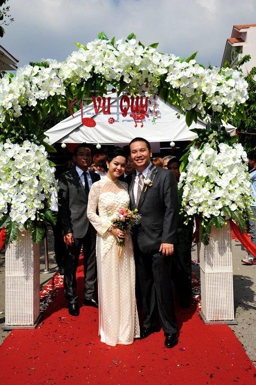 """Tâm Tít và những đám cưới """"chạy bầu"""" của sao"""