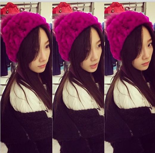 Bên cạnh đó, Taeyeon còn khoe hình đội nón len hồng siêu đáng yêu