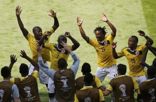 Các cầu thủ Colombia nhảy vũ điệu hoang dã sau chiến thắng trước Hy Lạp tại World Cup 2014.