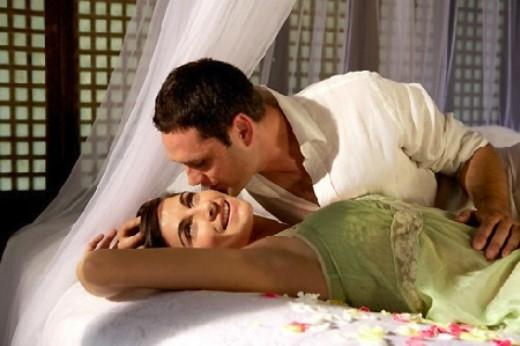 """Giây phút lãng mạn của vợ chồng không còn, anh bắt đầu """"say nắng"""" (Ảnh minh họa)."""