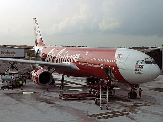 Thân nhân hành khách khóc nấc khi biết máy bay không còn đủ nhiên liệu