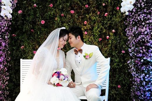 Trước khi hôn lễ bắt đầu, cô dâu chú rể cùng ghi lại những khoảnh khắc đẹp, lãng mạn. - Tin sao Viet - Tin tuc sao Viet - Scandal sao Viet - Tin tuc cua Sao - Tin cua Sao