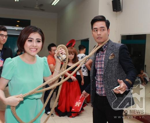Phan Anh sẽ bất ngờ bỏ nghề MC để làm khách mời kết hợp với một cặp đôi trong chương trình. - Tin sao Viet - Tin tuc sao Viet - Scandal sao Viet - Tin tuc cua Sao - Tin cua Sao