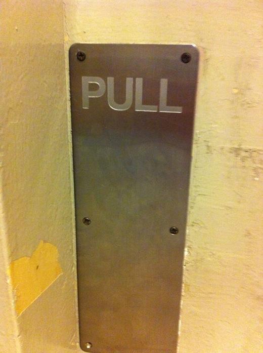 Làm sao có thể kéo ra được khi được đóng đinh cẩn thận thế kia nhỉ?