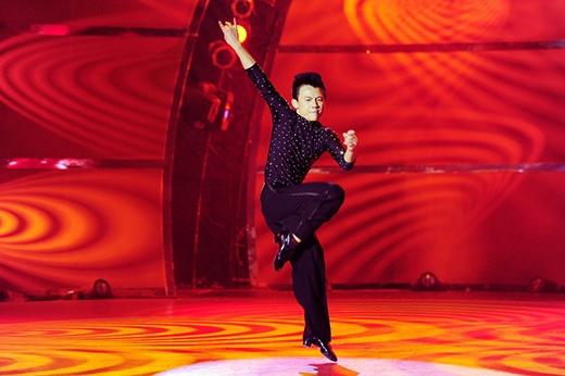 Đức Tiến chọn dancesport để solo.