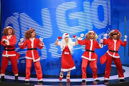 Các trưởng phòng đã mang tới cho khán giả một tiết mục mở màn vô cùng sôi động nhân mùa giáng sinh.