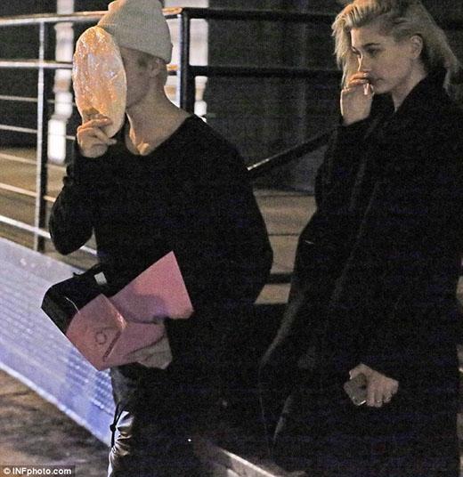 """Justin Bieber tiếp tục hẹn hò với """"bạn thân"""""""