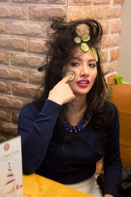 YaYa Trương Nhi vẫn rất xinh đẹp dù cô nàng bị dìm hàng không ít.