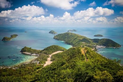 Cảnh đẹp, biển xanh, tàu bè nhộn nhịp làm say lòng những ai đến Nam Du
