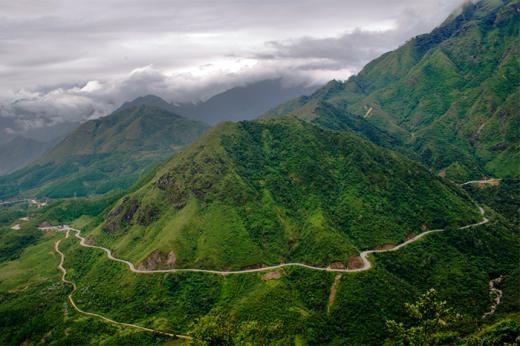 Chạy qua 50km qua dãy Hoàng Liên Sơn nổi tiếng, Ô Quy Hồ là thử thách hoàn hảo cho những người chạy xe máy qua biển mây bồng bềnh.