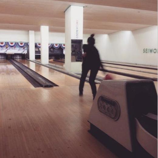 Minzy trổ tài ném bowling và cô chia sẻ hình ảnh lên trang cá nhân khi ném đổ hết: strikevibe.