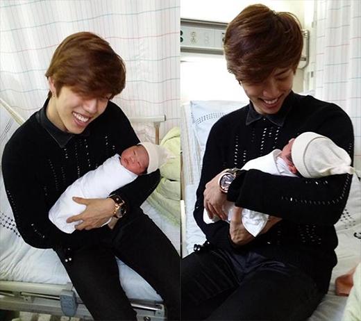 Dongwoo (Infinite) khoe hình trẻ sơ sinh và hào hứng khi vừa lên chức chú, anh viết: Tôi nên làm gì đây. Cháu tôi này, người nhỏ hơn tôi 24 tuổi lận....