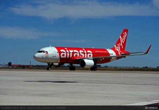 Airbus A320 là máy bay rất được các hãng hàng không giá rẻ ưa thích. Riêng AirAsia đã đặt mua 184 phi cơ loại này và đã nhận 157 chiếc. Trong suốt gần 20 năm hoạt động, AirAsia chưa để xảy ra tai nạn chết người nào. Hiện tại, hãng khai thác đường bay tới khoảng 15 quốc gia trên thế giới. Ảnh: Airbus