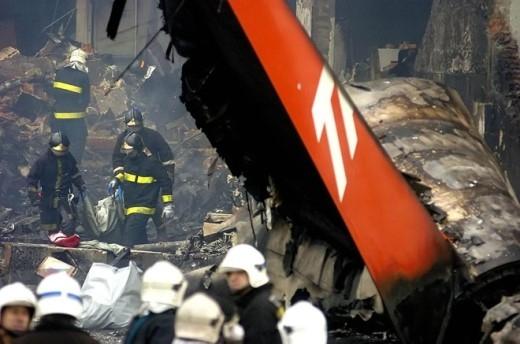 Theo thông tin từ Mạng an toàn Hàng không, máy bay Airbus A320 gặp phải 54 tai nạn trong suốt gần 30 năm hoạt động. Sự cố tồi tệ nhất xảy ra năm 2007 với hãng hàng không TAM Airlines làm 199 người thiệt mạng, bao gồm cả 12 người dưới mặt đất tử nạn. Máy bay không thể ngừng lại sau khi hạ cánh trên đường băng ở Sao Paulo trong điều kiện ẩm ướt. Ảnh: Wikipedia