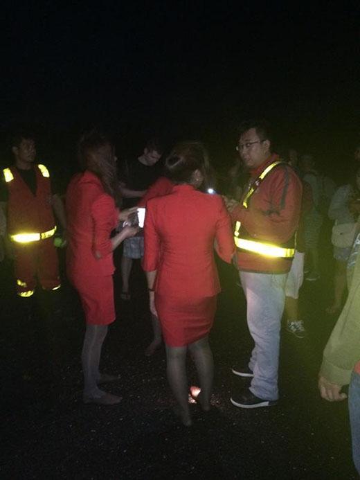 Sau QZ 8501, máy bay AirAsia lại gặp sự cố nghiêm trọng