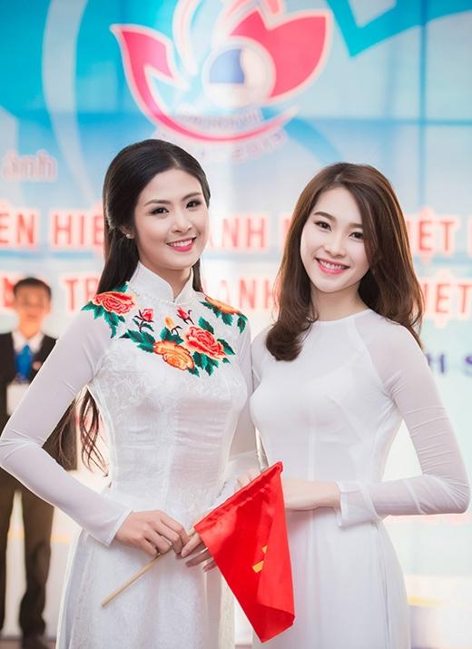 Hai hoa hậu đều được Trung ương Đoàn lựa chọn là một trong những đại biểu ưu tú, đại diện cho thanh niên Việt Nam. - Tin sao Viet - Tin tuc sao Viet - Scandal sao Viet - Tin tuc cua Sao - Tin cua Sao