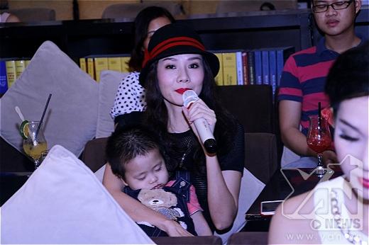 Hiền Thục, Dương Yến Ngọc chung tay phát chăn ấm cho trẻ em nghèo - Tin sao Viet - Tin tuc sao Viet - Scandal sao Viet - Tin tuc cua Sao - Tin cua Sao
