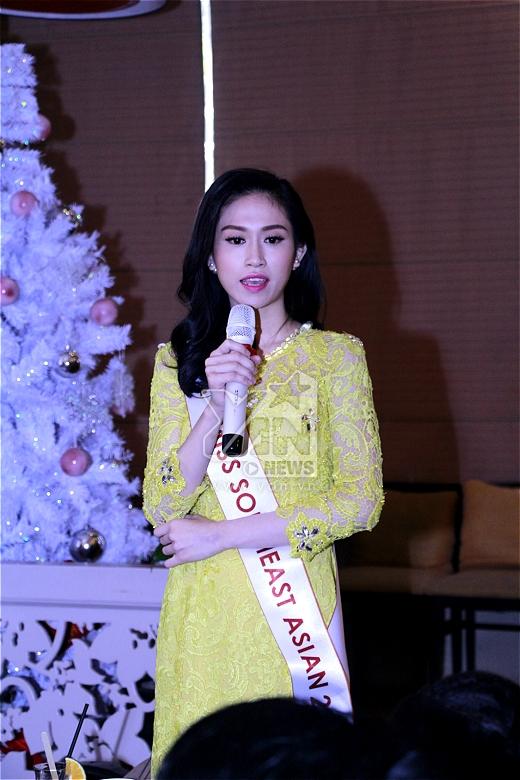 Hoa hậu Đông Nam Á 2014 Vũ Trần Triều Thu đến từ rất sớm và cũng đã quyên góp 1 khoản tiền cho quỹ. - Tin sao Viet - Tin tuc sao Viet - Scandal sao Viet - Tin tuc cua Sao - Tin cua Sao