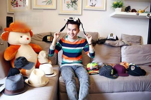 Trong bộ sưu tập mũ của Nam Cường có những chiếc mang kiểu dáng khá lạ, trong đó, có không ít mũ được mua với giá chỉ vài chục nghìn đồng nhưng được anh rất thích. - Tin sao Viet - Tin tuc sao Viet - Scandal sao Viet - Tin tuc cua Sao - Tin cua Sao