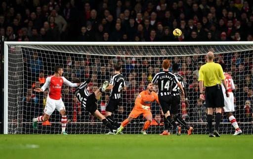 Cầu thủ đánh đầu ghi bàn nhiều nhất: Olivier Giroud (4), Wilfried Bony (4), Andy Carroll (4), Nikica Jelavic (4), Harry Kane (4), Diafra Sakho (4), Martin Skrtel (4)