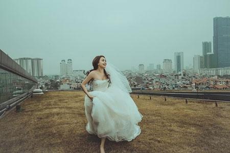 Trà Ngọc Hằng diện váy cưới, theo tìm hiểu cô và bạn trai 3 năm đã chụp ảnh cưới tại Hà Nội cách đây vài ngày. - Tin sao Viet - Tin tuc sao Viet - Scandal sao Viet - Tin tuc cua Sao - Tin cua Sao