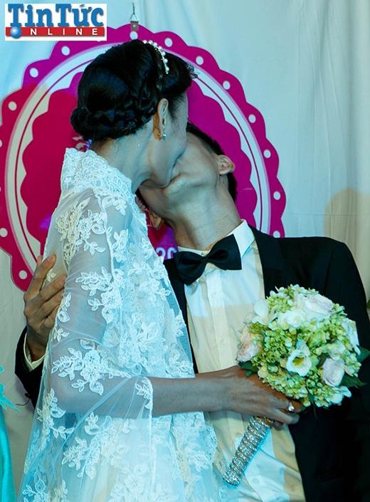 Chú rể Khải An hôn say đắm Lê Thúy trong lễ vu quy - Tin sao Viet - Tin tuc sao Viet - Scandal sao Viet - Tin tuc cua Sao - Tin cua Sao