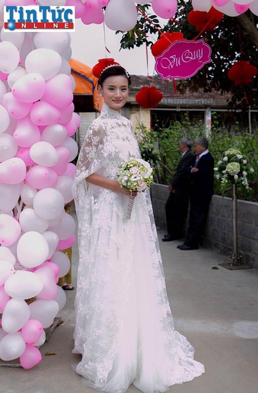 Cô dâu Lê Thúy đẹp rạng ngời trong váy cưới ren trắng kiêu sa, tinh tế - Tin sao Viet - Tin tuc sao Viet - Scandal sao Viet - Tin tuc cua Sao - Tin cua Sao