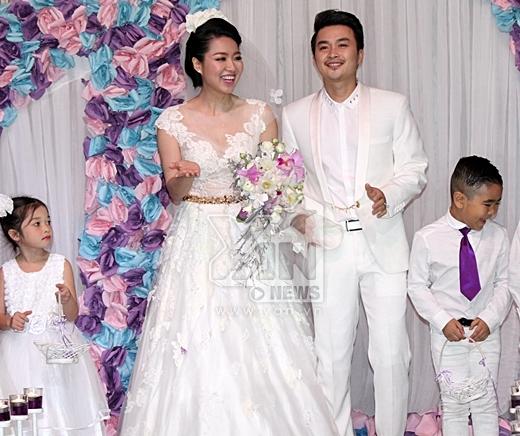 Lê Khánh diện bộ váy cưới sang trọng và quyến rũ của NTK Hoàng Hải. - Tin sao Viet - Tin tuc sao Viet - Scandal sao Viet - Tin tuc cua Sao - Tin cua Sao