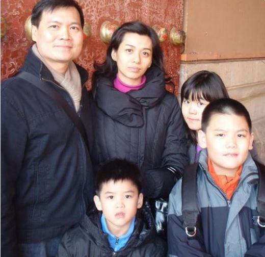 Cả gia đình 5 người đang đến Singapore chơi mừng năm mới.