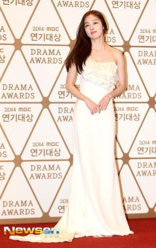 Sooyoung 'nghẹn ngào' nhận giải thưởng truyền hình cao quý