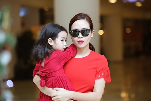 Lưu Hương Giang đưa con gái Mina đi dạo phố đầu năm. - Tin sao Viet - Tin tuc sao Viet - Scandal sao Viet - Tin tuc cua Sao - Tin cua Sao