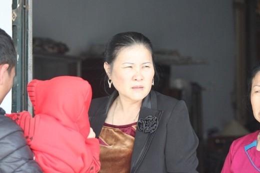 Bà Hồ Thị Tuệ đầy vẻ âu lo vì vụ mất cắp xảy ra đúng ngày vui của con trai. - Tin sao Viet - Tin tuc sao Viet - Scandal sao Viet - Tin tuc cua Sao - Tin cua Sao