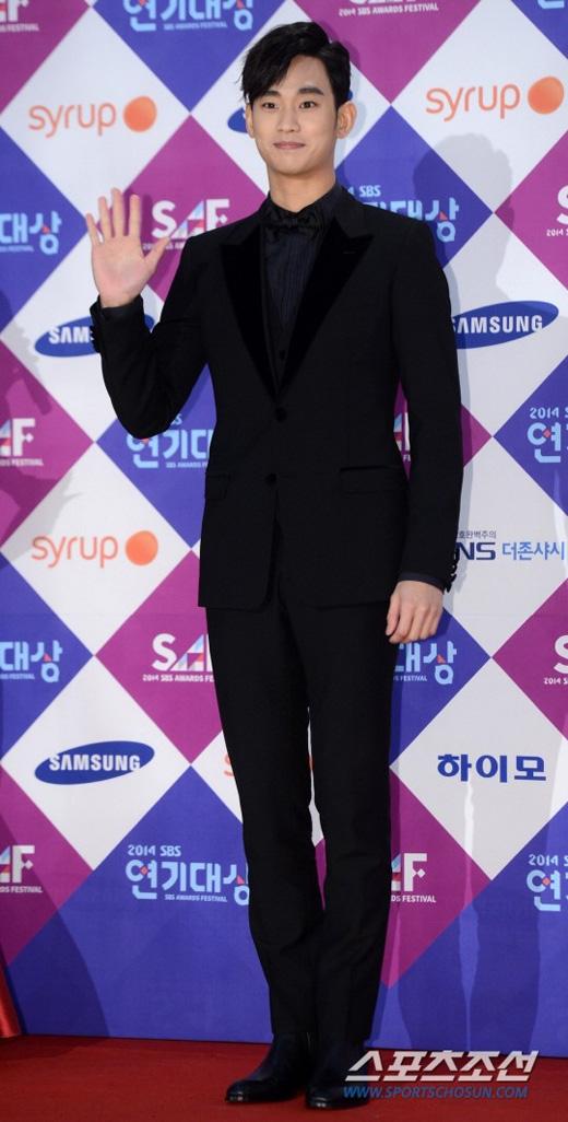 Jun Ji Hyun không ngừng tỏa sáng trên thảm đỏ