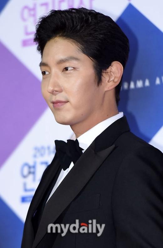 Lee Jun Ki ngày càng trưởng thành và nam tính khác hẳn với các hình tượng dịu dàng trong các vai diễn đầu tiên của anh.