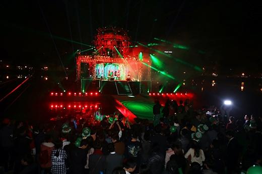 Hà Hồ, Hoàng Thùy Linh cuồng nhiệt cùng 300 nghìn khán giả - Tin sao Viet - Tin tuc sao Viet - Scandal sao Viet - Tin tuc cua Sao - Tin cua Sao