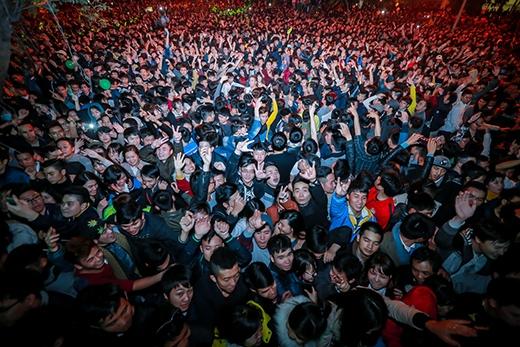 Hàng nghìn khán giả có mặt tại sự kiện như đã sẵn sàng để đón chào năm mới với nguồn năng lượng dồi dào nhất. - Tin sao Viet - Tin tuc sao Viet - Scandal sao Viet - Tin tuc cua Sao - Tin cua Sao