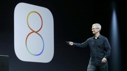 CEO Tim Cook trình bày về iOS 8 tại Hội thảo các nhà phát triển toàn cầu của Apple ở San Francisco.