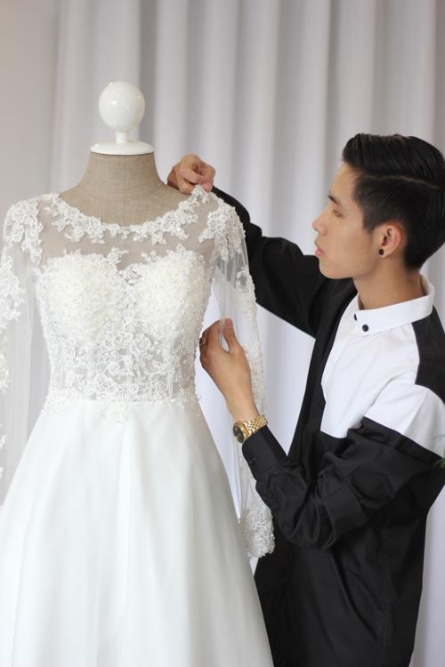 Váy cưới của Tâm Tít không quá cầu kỳ với màu trắng chủ đạo cùng sự kết hợp tinh tế giữa vải voan và hoạ tiết ren. - Tin sao Viet - Tin tuc sao Viet - Scandal sao Viet - Tin tuc cua Sao - Tin cua Sao
